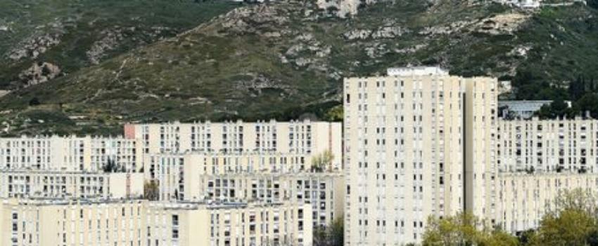 Marseille: une prof des quartiers nord sort du silence