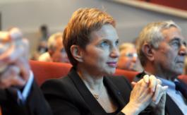 """L'ex-patronne du Medef Laurence Parisot se dit """"prête"""" pour être Première ministre d'Emmanuel Macron"""