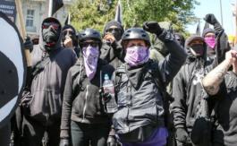 Le maire de Berkeley en Californie veut que les antifas soient classés en tant quegang