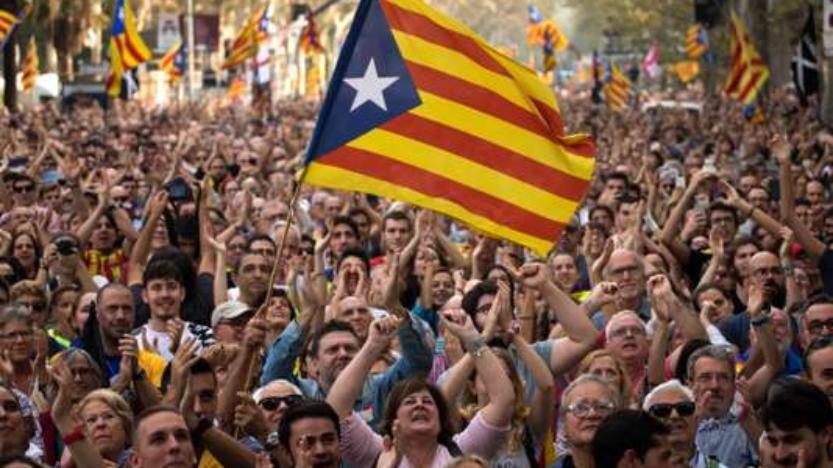 Le Parlement catalan s'engage vers l'indépendance, Madrid destitue le président de la Catalogne