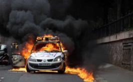 Voiture de police incendiée àParis: jusqu'à sept ans de prison prononcés