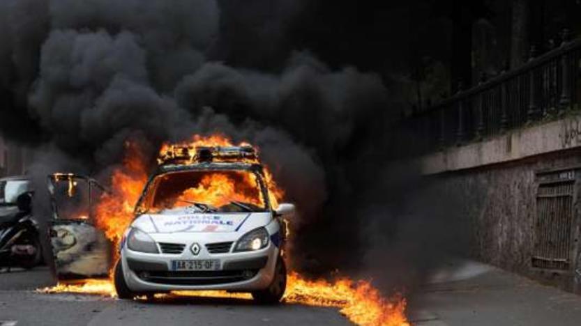 Voiture de police incendiée à Paris: jusqu'à sept ans de prison prononcés