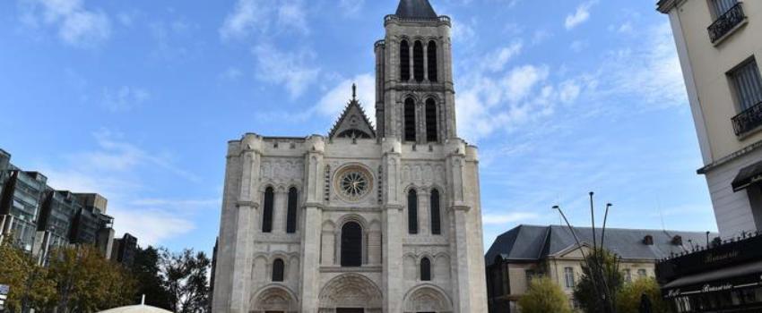 LR et FN montent au créneau après l'occupation de la basilique de Saint-Denis par des pro-migrants