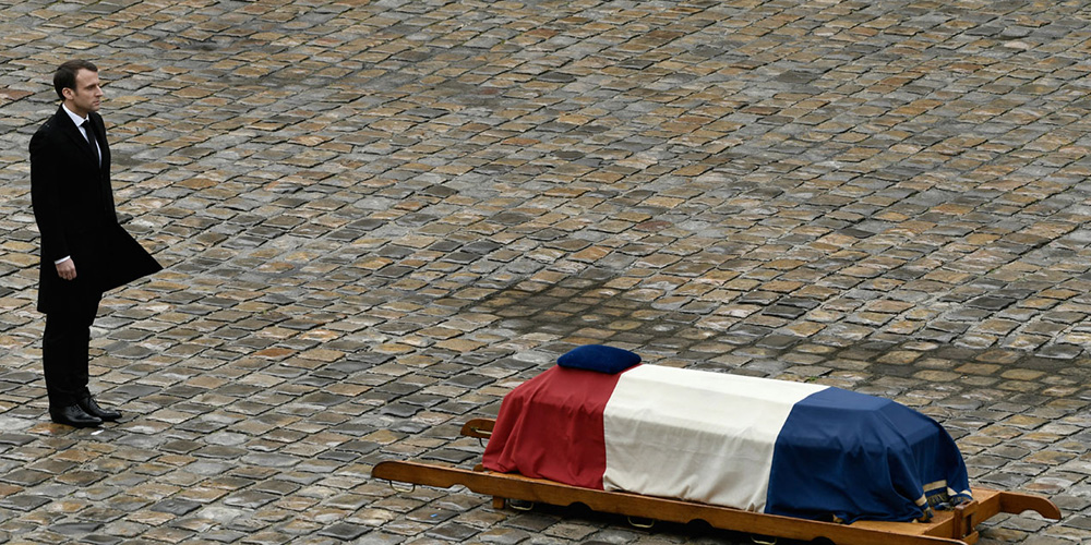 Emmanuel Macron rend hommage au Colonel Beltrame aux Invalides, le 28 mars 2018