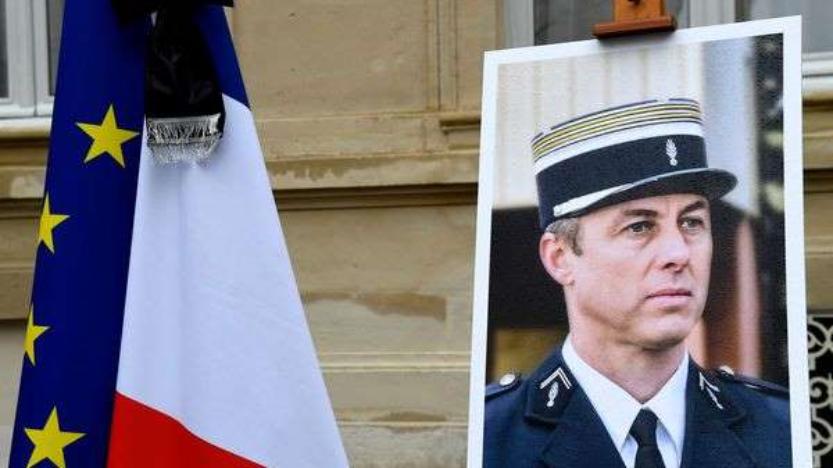"""Terrorisme islamiste"": une plaque hommage à Arnaud Beltrame divise"