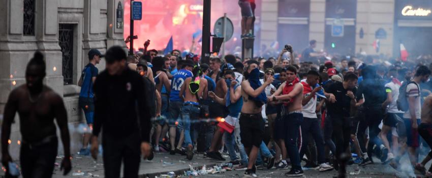 Près de 300 personnes en garde àvue après la victoire de l'équipe de France