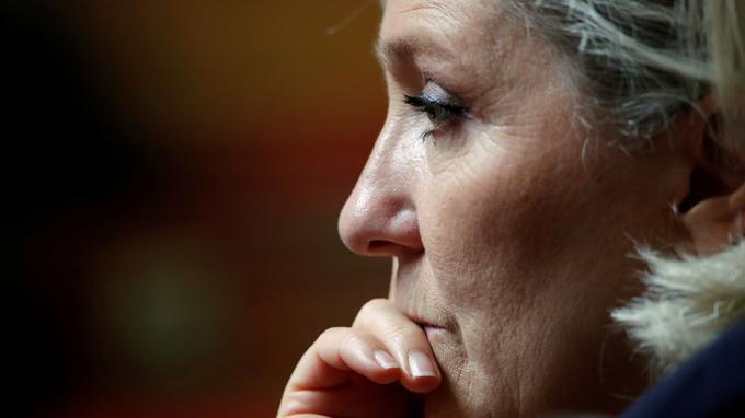 Marine Le Pen invité de se soumettre à un psyciatre par la justice