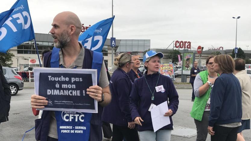 Près de Rennes, 100 salariés de Cora manifestent contre le travail du dimanche