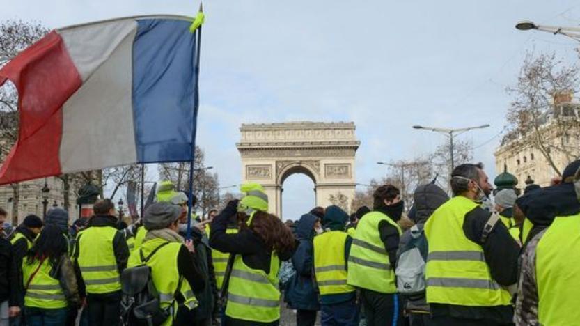 Ni extrême gauche, ni extrême droite, Gilets jaunes en sécession: les élites désemparées face àl'extrême-peuple