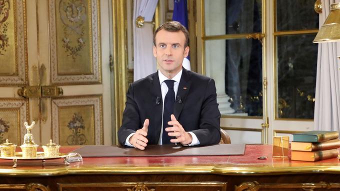 Macron répond aux gilets jaunes par différents mesures