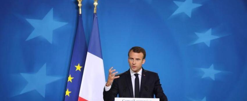 Gilets jaunes: «Macron ales pieds et les poings liés par l'Union européenne»