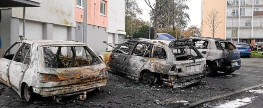 Voitures brûlées àla Saint-Sylvestre? Quand Castaner devient muet.