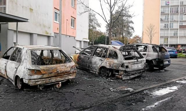 Voitures brulées le 311218