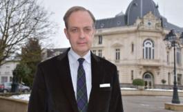 """Le prince Jean d'Orléans se livre sur le Comte de Paris: """"Mon père et moi étions taillés dans le même roc"""""""