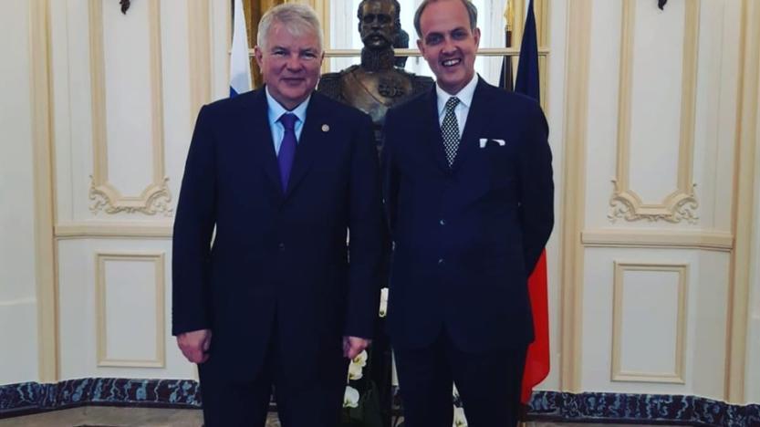 Mgr le Comte de Paris rencontre l'ambassadeur de Russie