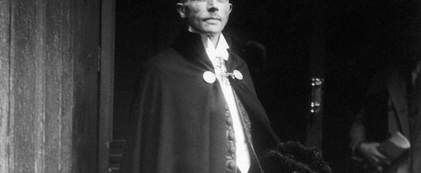 Philippe Conrad acommémoré la mort de Jacques Bainville, le 9février 1936 àParis. Titre de l'Action française du jour: «Deuil de l'État»