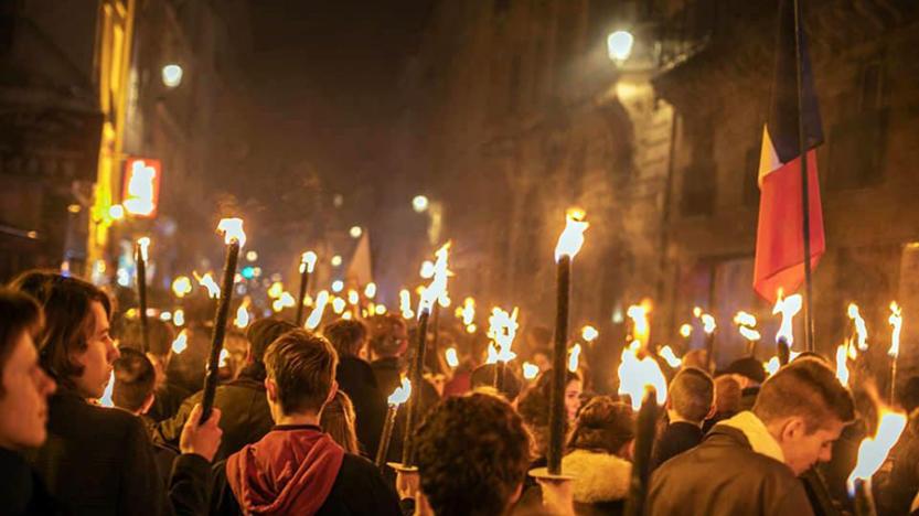 L'événement àParis autour du 21 janvier c'est la marche aux flambeaux en hommage àLouis XVI