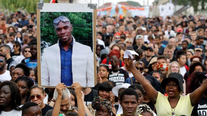 """Adama Traoré: la justice indemnise son ancien codétenu pour violences sexuelles """"avérées"""""""