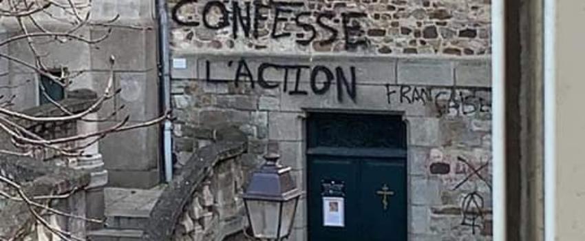 Le Mans: une église recouverte de tags hostiles àl'Action française et aux paroissiens