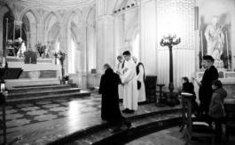 Mgr le Comte de Paris rend hommage à Louis XVI, en la chapelle royale de Dreux