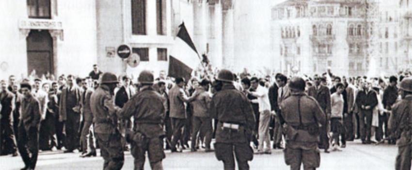 Dépôt d'une gerbe, au nom du Président de la république, aux victimes du 26 Mars 1962, rue d'Isly