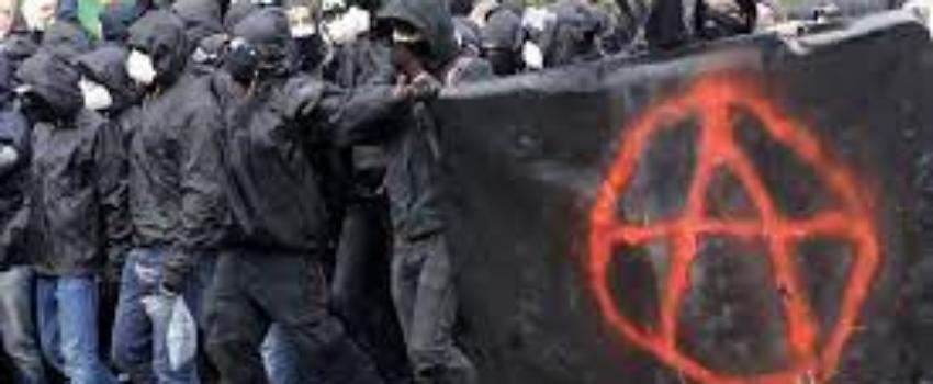Nantes: des manifestants catholiques attaqués par des blacks-blocks samedi 24 juillet